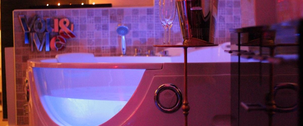Endless love suite romantique avec jacuzzi privatif salon de provence paca bouches du for Chambre romantique paca